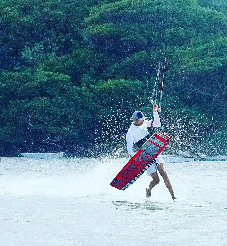Logo White Cours de Kite en Martinique - Blue Lagoon Kitesurf